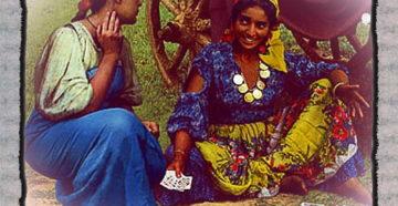 Циганка с картами, гадание на любовь