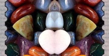 Гадание на драгоценных камнях,разбросанные драгоценные камни.